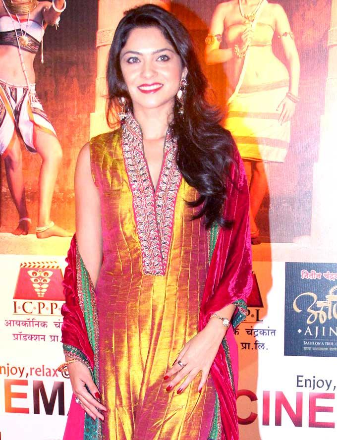 Sonali Kulkarni at Premiere of Ajintha