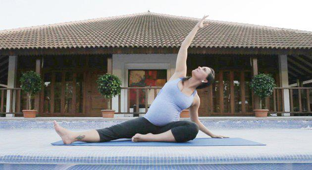 An 8 Months Pregnant Lara Dutta on the Yoga Mat