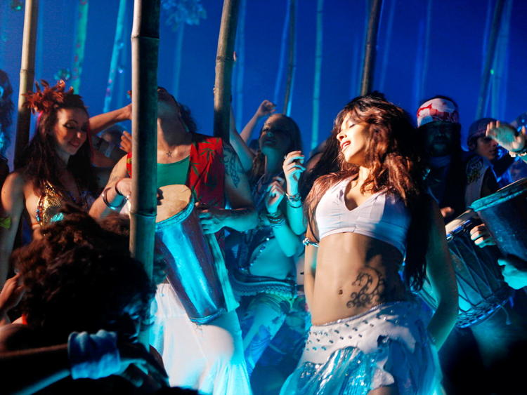Deepika Padukone Hot Dance In Dum Maro Dum