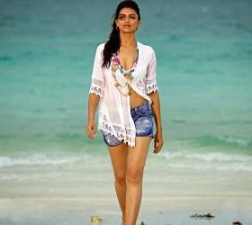 Deepika Padukone Hot Sexy Pic In Houseful