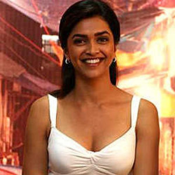 Deepika Padukone Sweet Smiling Pose Pic