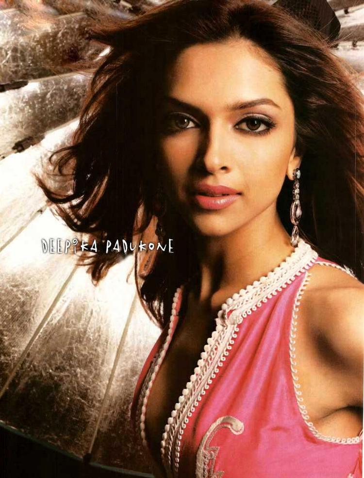 Deepika Padukone Wet Face Look Still