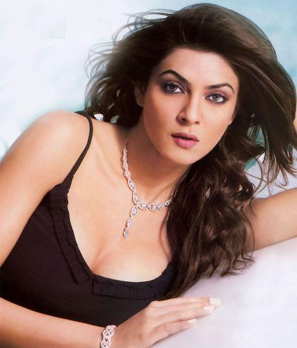 Sushmita Sen Dazzling And Charming Face Look Wallpaper