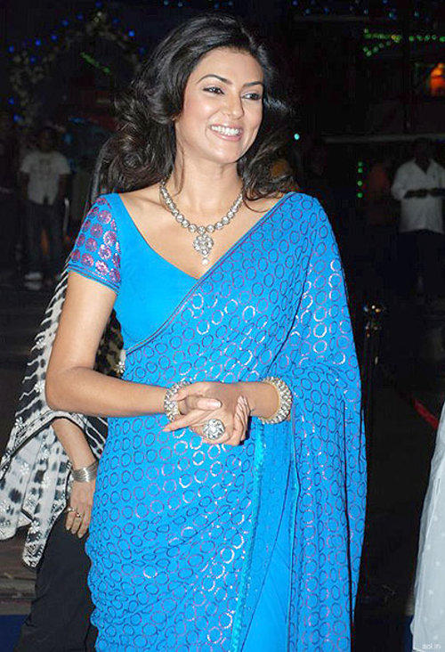 Sushmita Sen In Sky Blue Saree With Smiling Pics