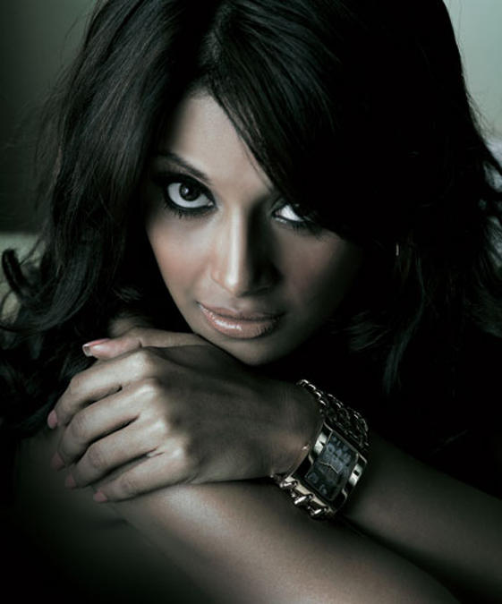 Bipasha Basu Romantic Face Look Pic