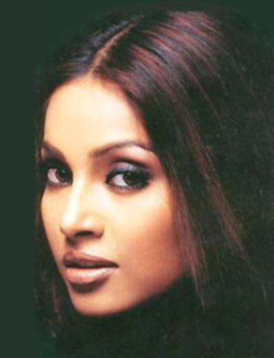 Bipasha Basu Silky Hair Glamour Still