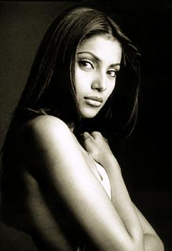 Bipasha Basu Topless Dress Sweet Pic