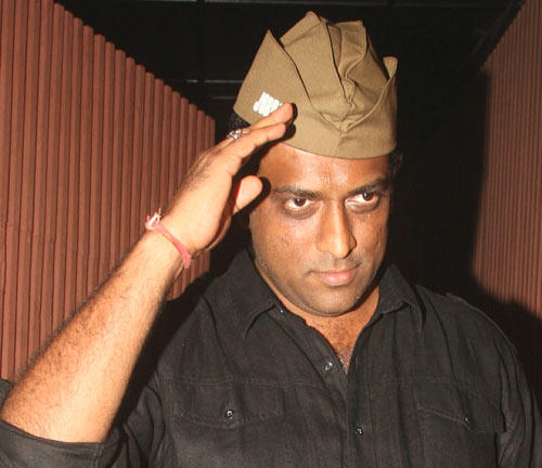 Anurag Basu Stands Firm Behind Srk