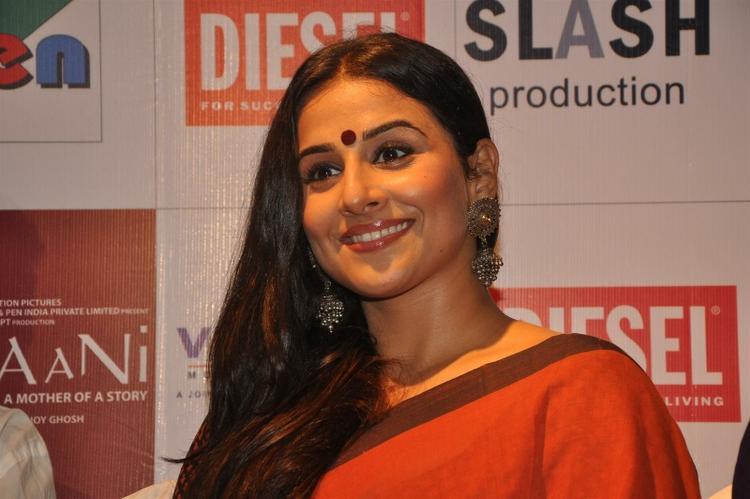 Vidya Balan Sweet Smile Pic at The Launch Of Kahaani Movie DVD