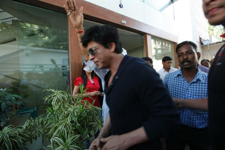 Shah Rukh Holds Press Conference at His Residence