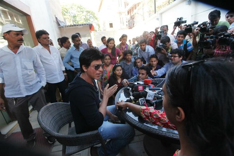 Shahrukh During a Press Conference at His Residence