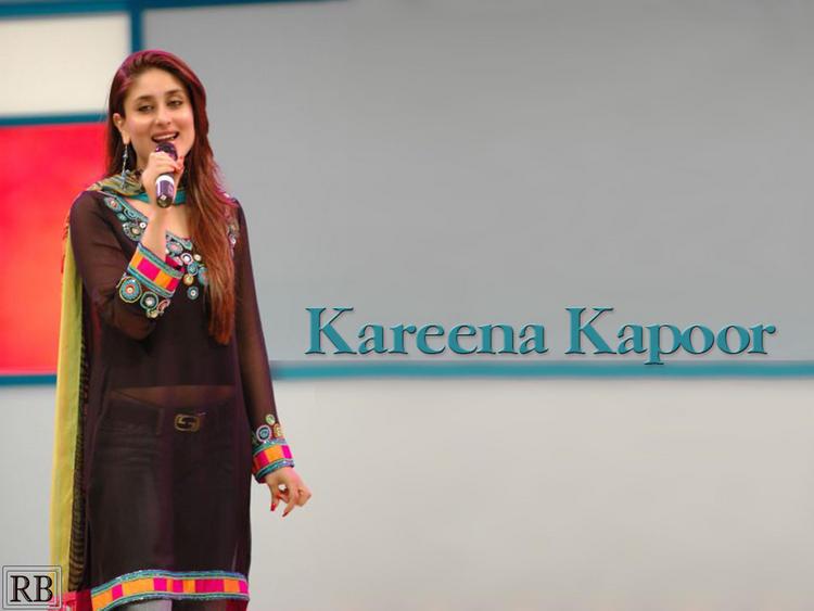 Kareena Kapoor Brown Hair Cute Wallpaper