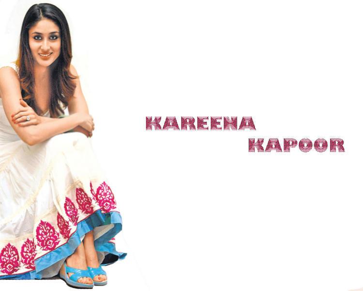 Kareena Kapoor Cute Dazziling Look Wallpaper
