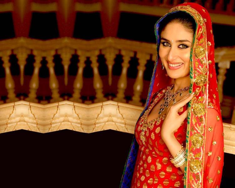 Kareena Kapoor Looking Beutiful In Bridal Dress