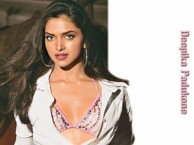 Deepika Padukone Attractive Shiny Look Wallpaper