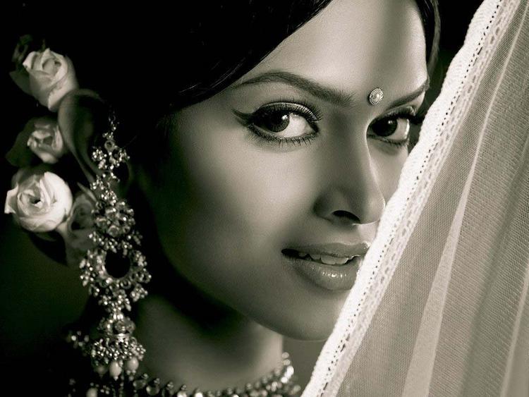 Deepika Padukone Cool Look In Om Shanti Om