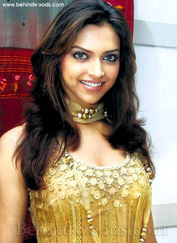 Deepika Padukone Gloden Color Dress Sweet Pic