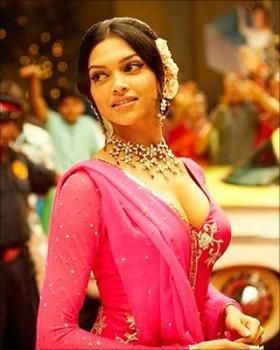 Deepika Padukone Opn Boob Pic In Om Shanti Om