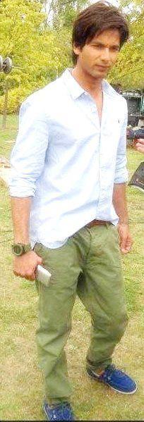 Handsome Shahid Kapoor Nice Stills
