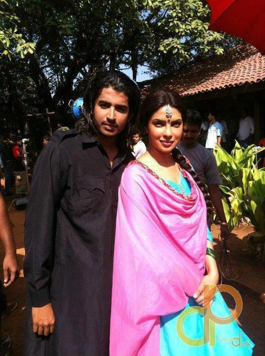 Priyanka Chopra Dazzling Face Look Pics On The Sets