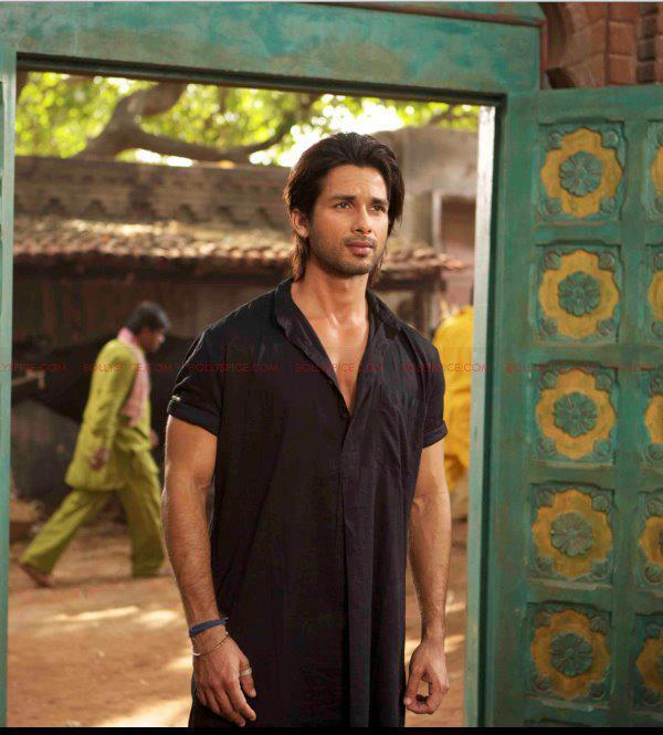 Shahid Kapoor Cool And Serious Pics