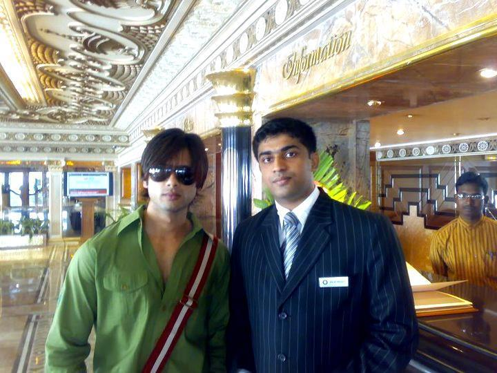 Shahid Kapoor Smart Look Pics