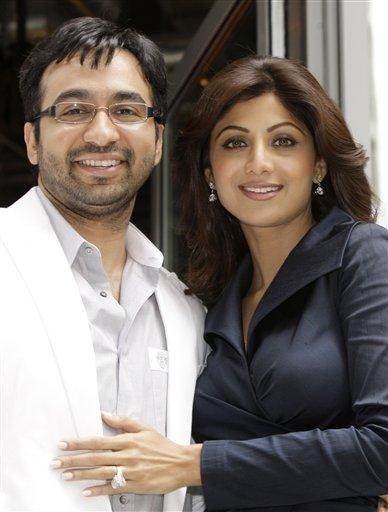 Raj Kundra With Shilpa Shetty Smiling Pics