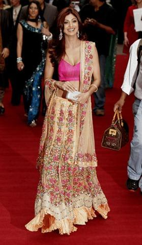 Shilpa Shetty Glamour Look In Red Carpet