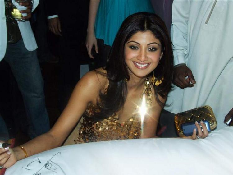 Shilpa Shetty Smiling Pics