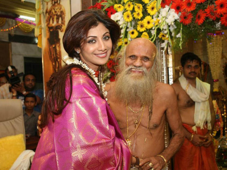Shilpa Shetty With Suvarna Baba In Powai