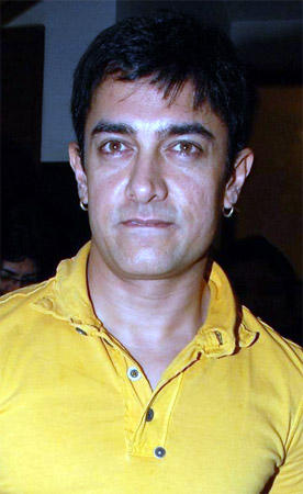 Aamir Khan Glamour Pic In yellow Color T Shirt