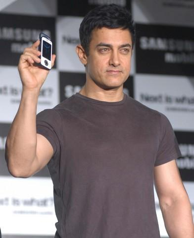 Bollywood Actor Aamir Khan Poses With A Samsung Mobile Phone