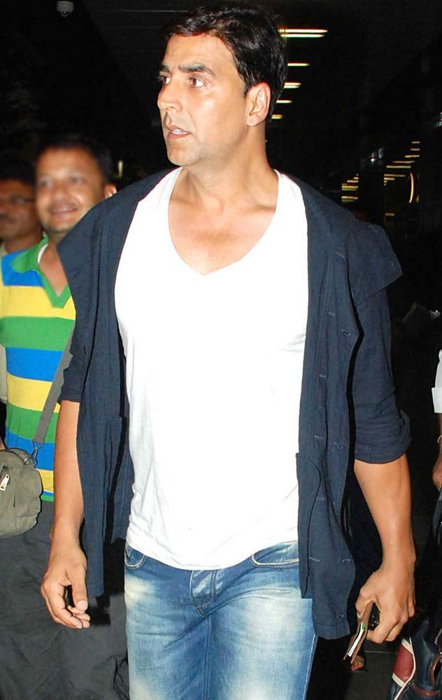 Akshay Kumar Cool Pics At Airport
