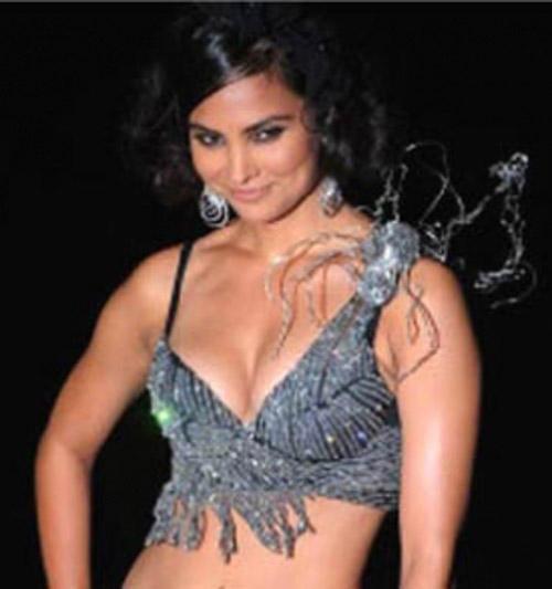 Lara Dutta Open Boob Glamour Pic