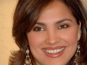 Lara Dutta Pink Lips Sweet Smile Pic