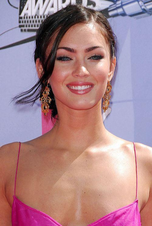 Megan Fox Sweet Gorgeous Pic In Magenta Color dress