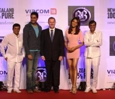 Abhishek Bachchan and Bipasha Basu Poses To Photo Shoot