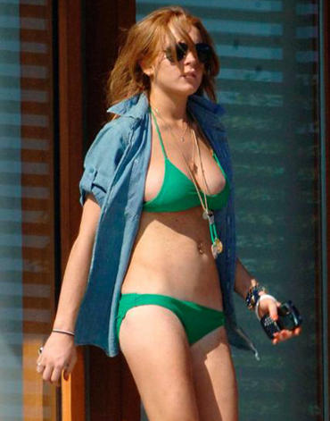 Lindsay Lohan Wet Outfit Stunning Pic