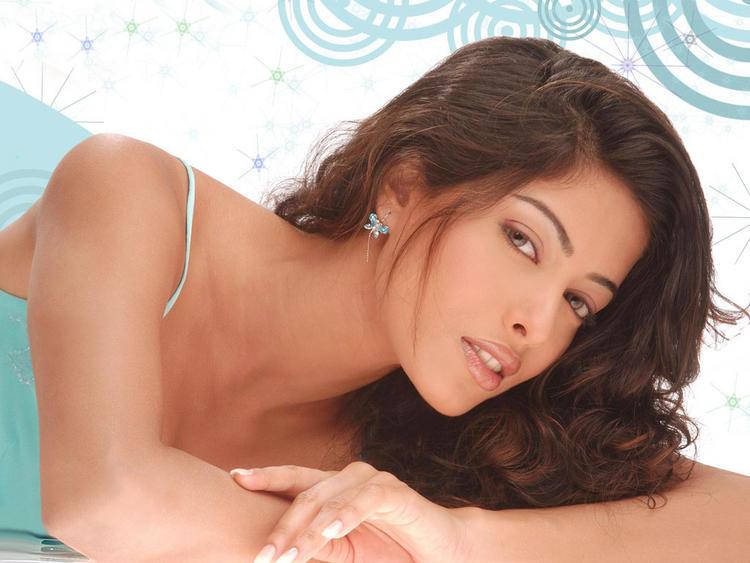 Sheetal Menon Glorious Face Look Wallpaper