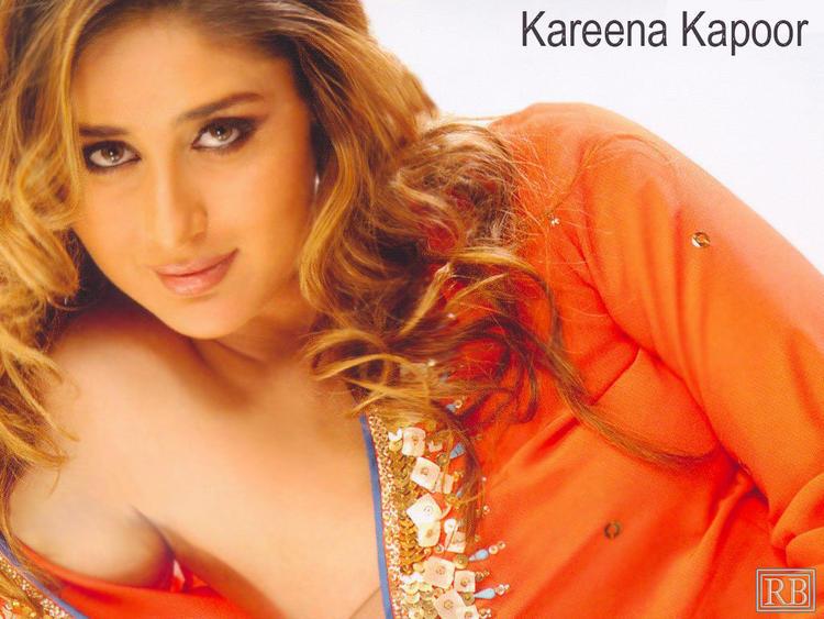 Gorgeous Beauty Kareena Kapoor Romantic Look Wallpaper