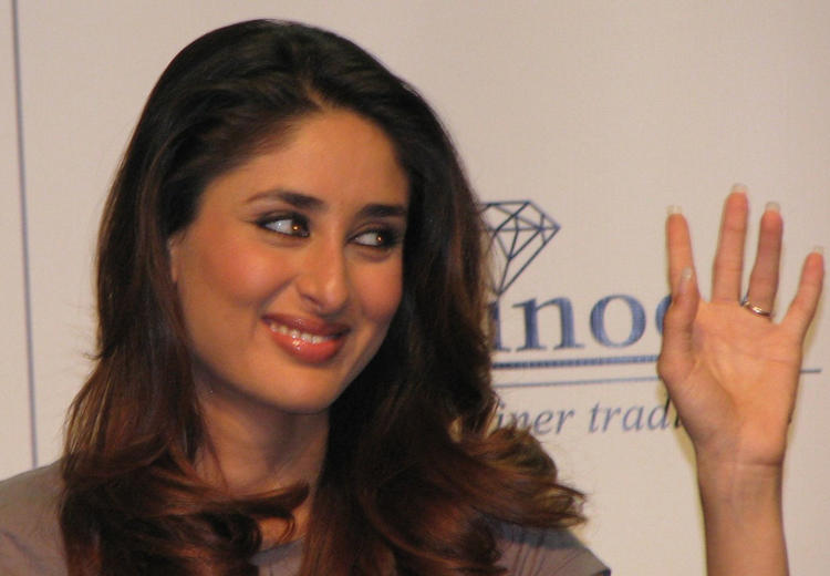 Kareena Kapoor Cute Smiling Face Look Still