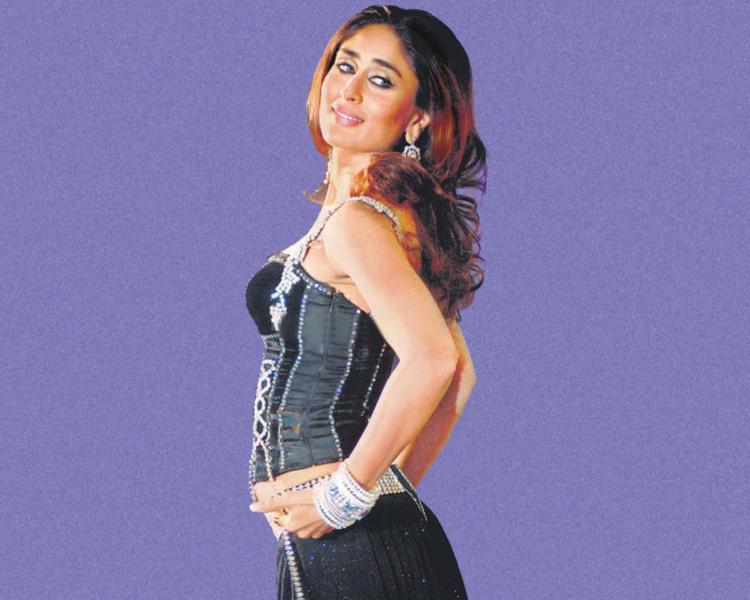 Kareena Kapoor Dazzling Look Sexy Wallpaper