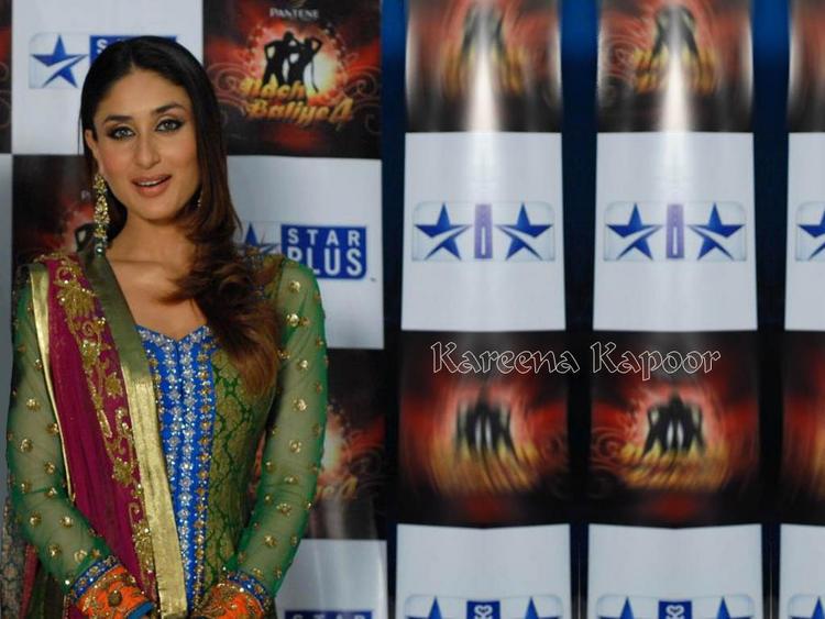 Kareena Kapoor Full Sleeve Salwar Kameez Still