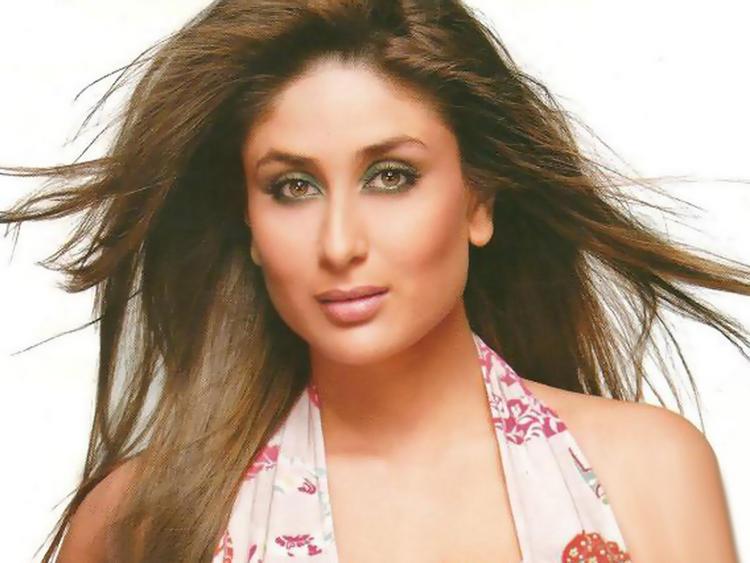 Kareena Kapoor Rocking Face Look Still