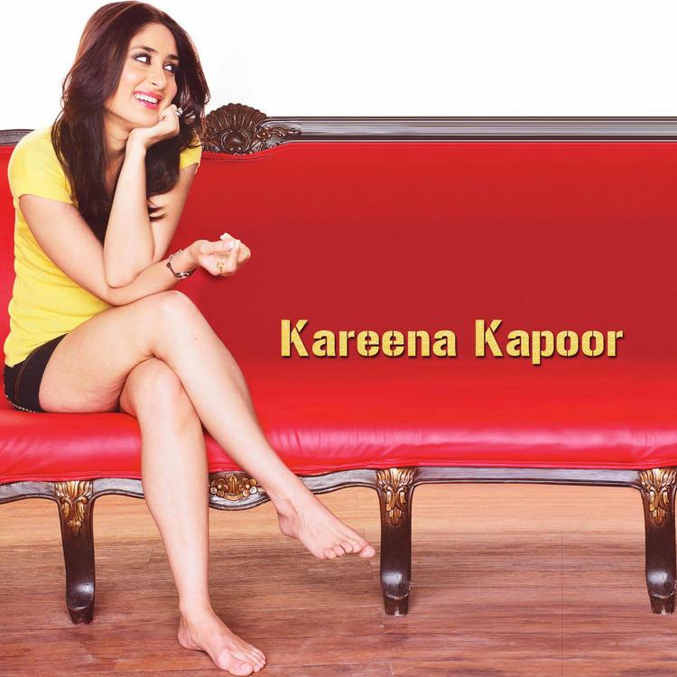 Kareena Kapoor Sexy Milky Legs Exposing Cute Pic