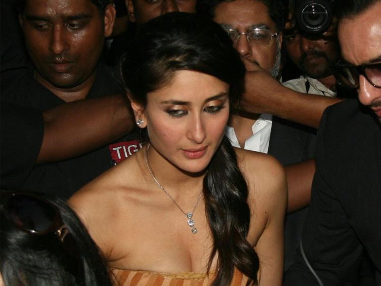 Kareena Kapoor Strapless Dress Public Photo