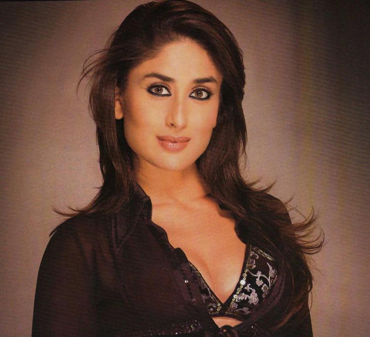Kareena Kapoor Sweet Hot Look Pic