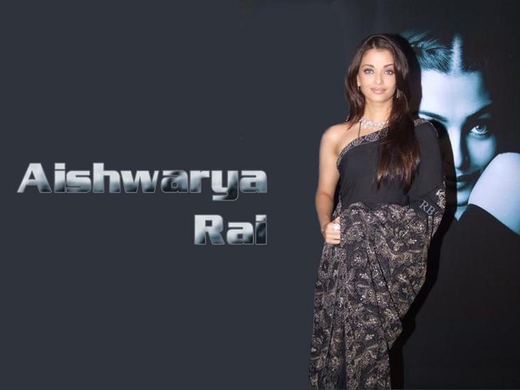 Aishwarya Rai Looking Beautiful In Saree