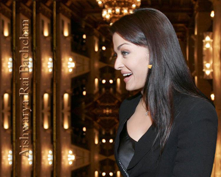 Aishwarya Rai Sweet Wallpaper In Black Blazer