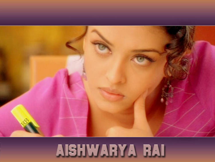 Blue Eyed Babe Aishwarya Rai Lovely Look Wallpaper